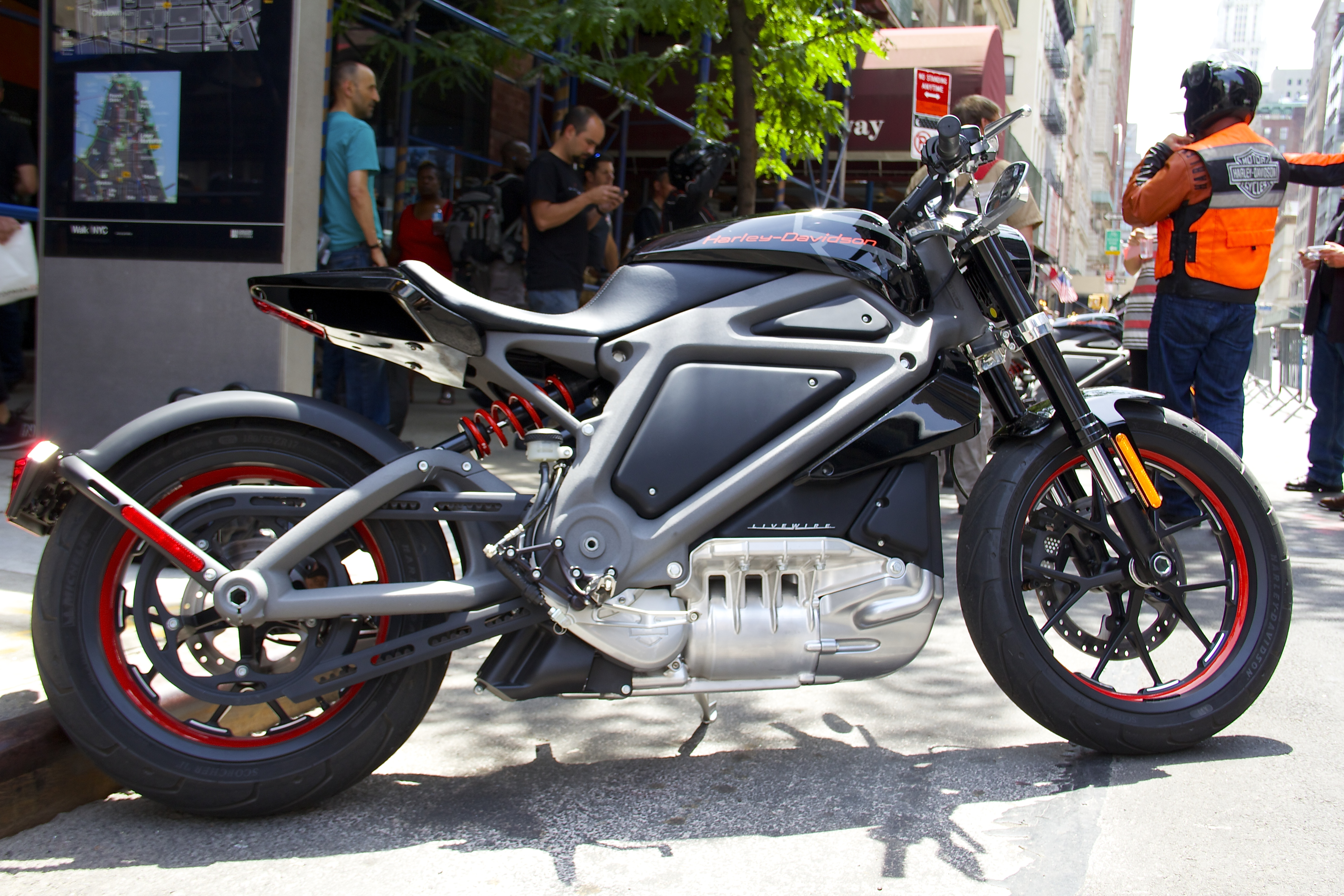 harley davidson s new all electric bike where s the noise. Black Bedroom Furniture Sets. Home Design Ideas
